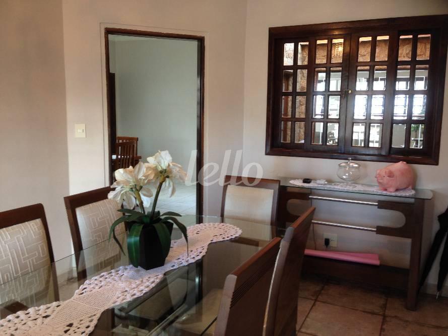 Casa de 6 dormitórios em Carrão, São Paulo - SP