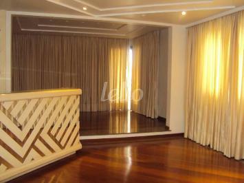 LIVING COM PISO ELEVADO - Apartamento 4 Dormitórios