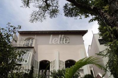 FACHADA POSTERIOR  - Casa 4 Dormitórios