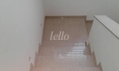 ESCADA DE ACESSO AO PISO SUPERIOR - Casa 3 Dormitórios