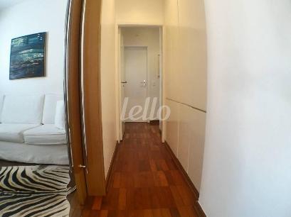 CORREDOR COM ARMÁRIOS - Apartamento 3 Dormitórios