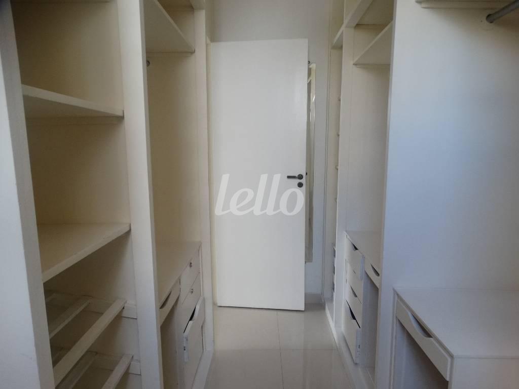CLOSET SUITE - Apartamento 3 Dormitórios