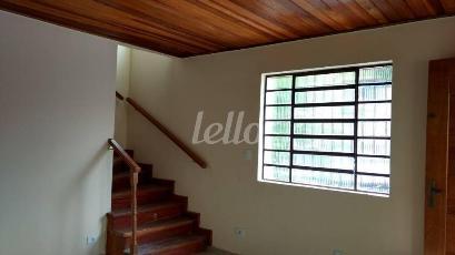 ESCADA DE ACESSO AO PAVIMENTO SUPERIOR - Casa 2 Dormitórios