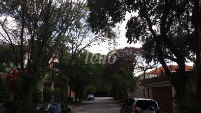 RUA FECHADA - Casa 6 Dormitórios
