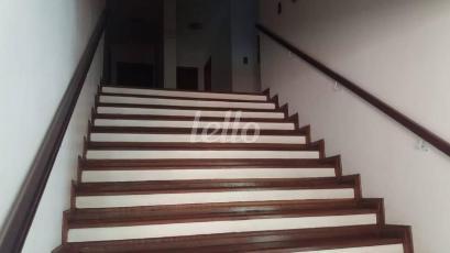 ESCADA DE ACESSO AS SUÍTES - Casa 6 Dormitórios