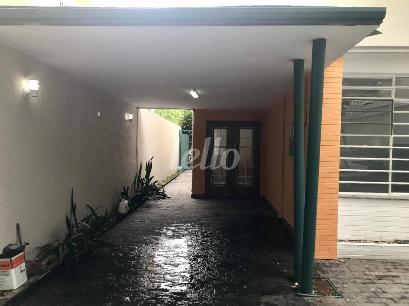 ENTRADA E GARAGEM COBERTA - Casa