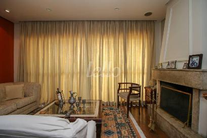 SALA COM LAREIRA - Apartamento 3 Dormitórios