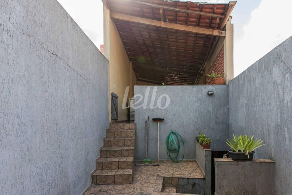QUINTAL DE ACESSO À ÁREA GOURMET - Casa 3 Dormitórios