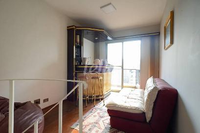 SALA COM BAR E LAREIRA - Apartamento 2 Dormitórios