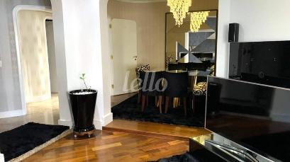 SALA - PISO EM MADEIRA - Apartamento 4 Dormitórios