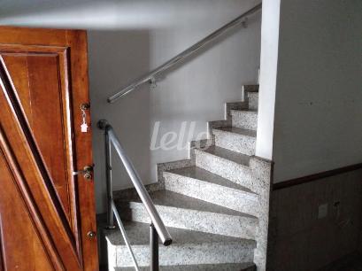 ESCADA E HALL SOCIAL DE ACESSO AOS DORMITÓRIOS - Casa 3 Dormitórios